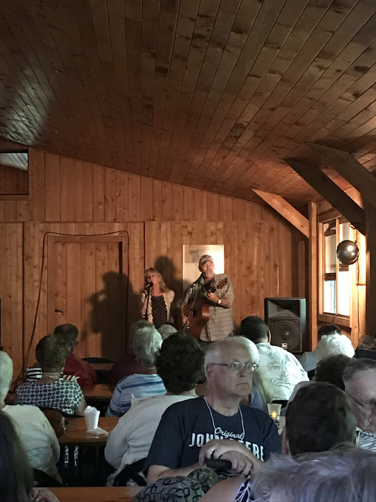 Folk singers show