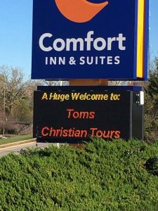 Comfort Inn & Suites sign